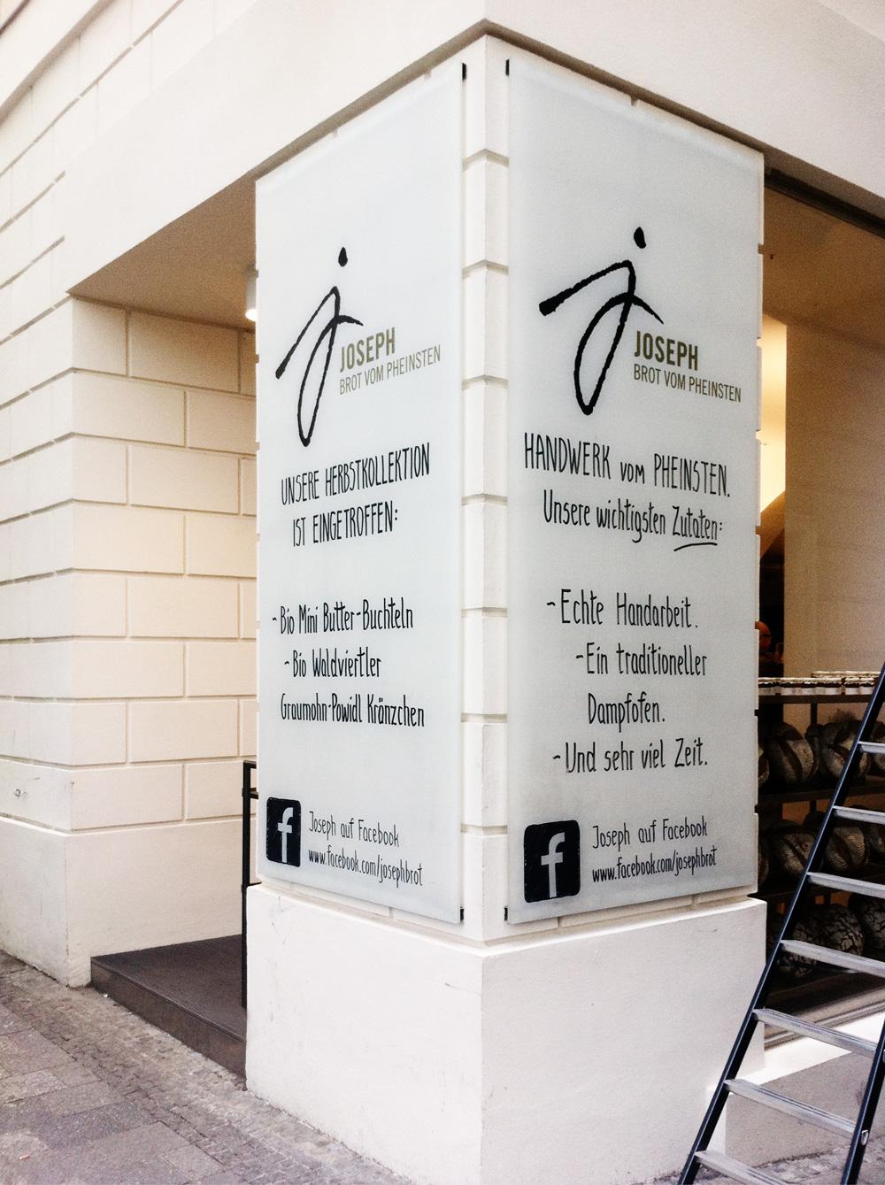 Außentafel bei Joseph Brot Wien