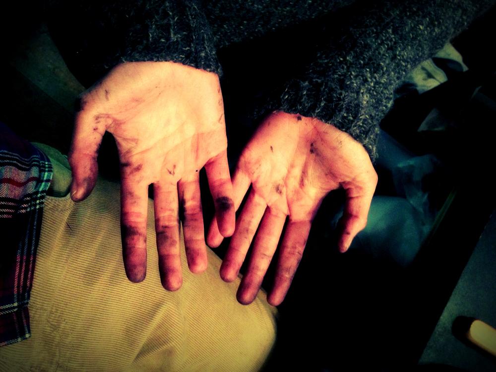 Schmutzige Hände nach dem Drucken