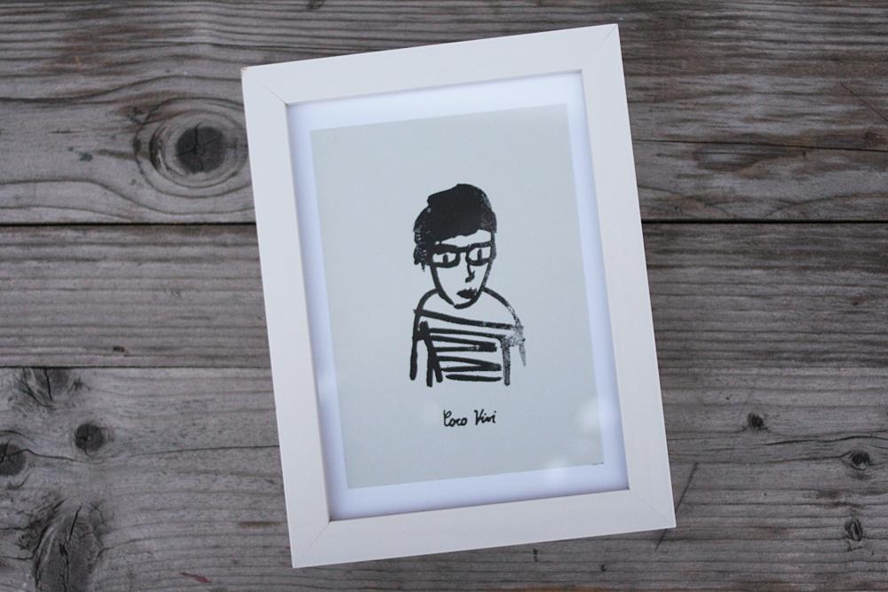 Coco Vivi Print in weißem Rahmen