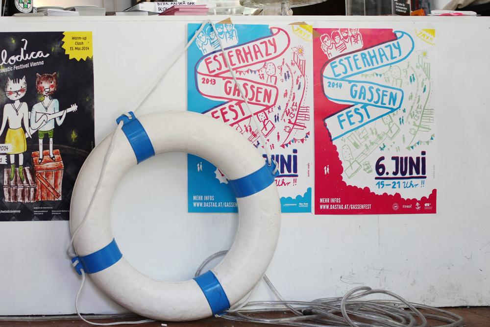 Hafenjunge-Tresen mit meinen Postern: Esterhazygassenfest 2013 und 2014, Melodica