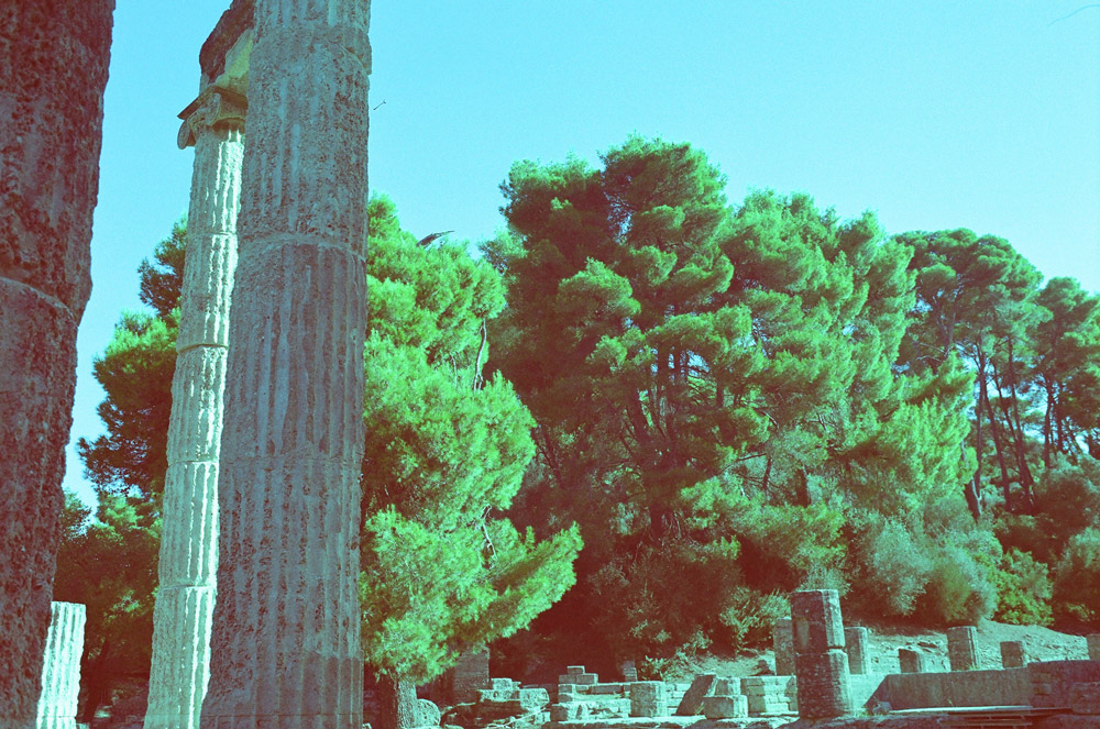 Bäume, Steinsäulen, Fantasie