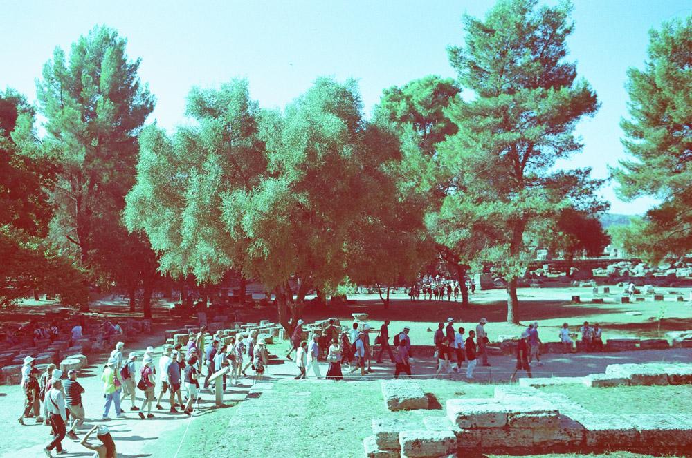 Antike Spielstätte Olympia und ein Haufen Touristen