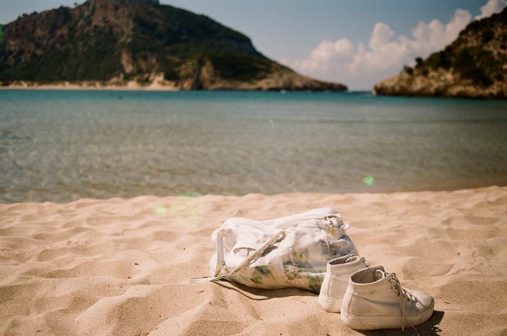 Weiße Tasche, weiße Sneakers. Lieblinge!
