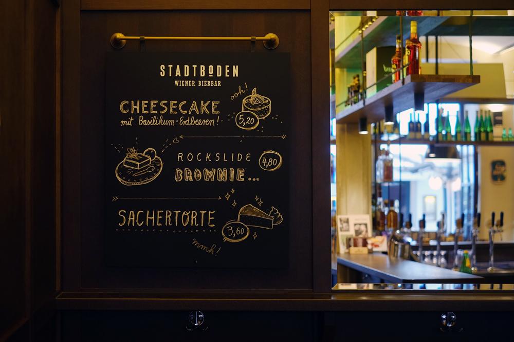 Die Tafel mit den Süßigkeiten! Cheesecake, Brownie, Sachertorte
