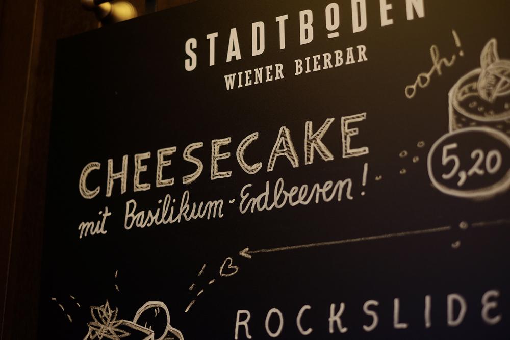 Cheesecake mit Basilikum-Erdbeeren! Das Lettering.