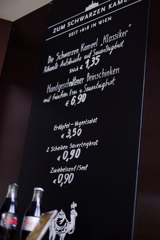 elvira-steinschwarzes-kameel-lettering-rathausplatz03