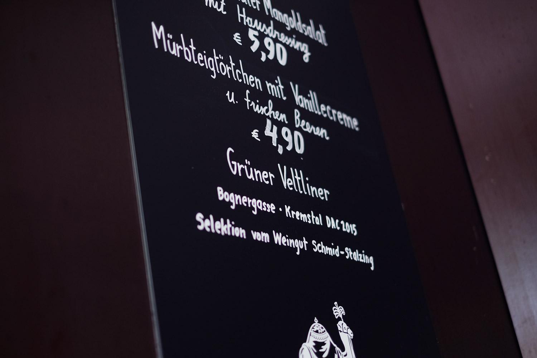 elvira-steinschwarzes-kameel-lettering-rathausplatz05