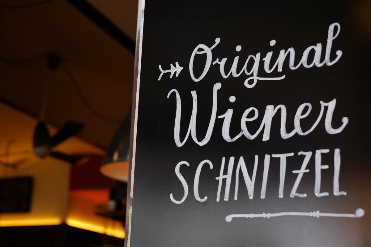 Schnörkel für das Original Wiener Schnitzel.